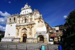 Kirchenruine nach dem Erdbeben 1773